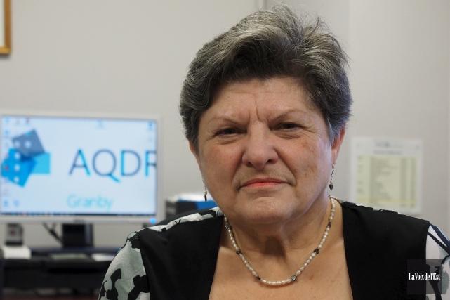 Pierrette Boulais, présidente de l'Association québécoise de défense... (Alain Dion, La Voix de l'Est)