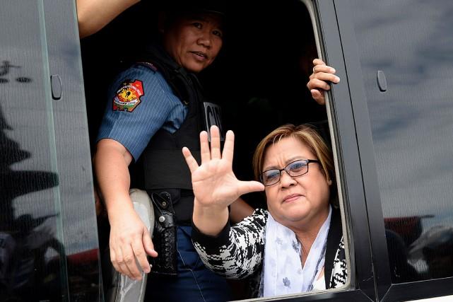La sénatrice Leila de Lima s'est rendue aux... (PHOTO NOEL CELIS, AFP)