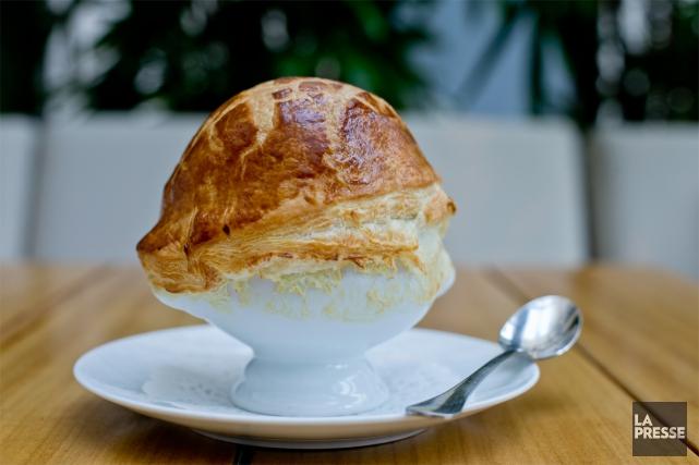 La soupe aux truffes V.G.E., plat du célèbre... (PHOTO DAVID BOILY, LA PRESSE)
