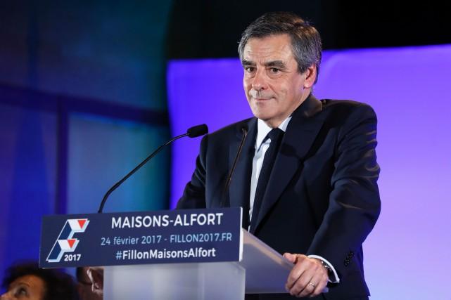 Le candidat de la droite à la présidentielle... (PHOTO Patrick KOVARIK, AFP)