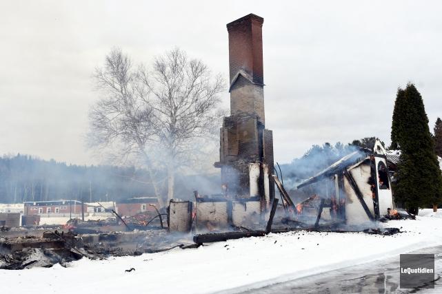 Pour l'instant, les causes de l'incendie ne sont... (Le Quotidien, Rocket Lavoie)