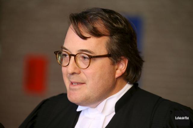 À la défense, Me Éric Simard, du cabinet... (La Voix de l'Est)