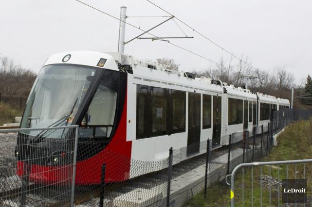 Le projet de prolongement du réseau de train léger a reçu vendredi le feu vert... (Martin Roy, archives Le Droit)