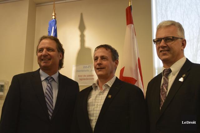 Le maire de Montebello, François Gauthier, était entouré... (Benoit Sabourin, Le Droit)