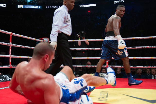 Eleider Alvarez a terrassé Lucian Bute de deux... (PHOTO JACQUES BOISSINOT, PC)