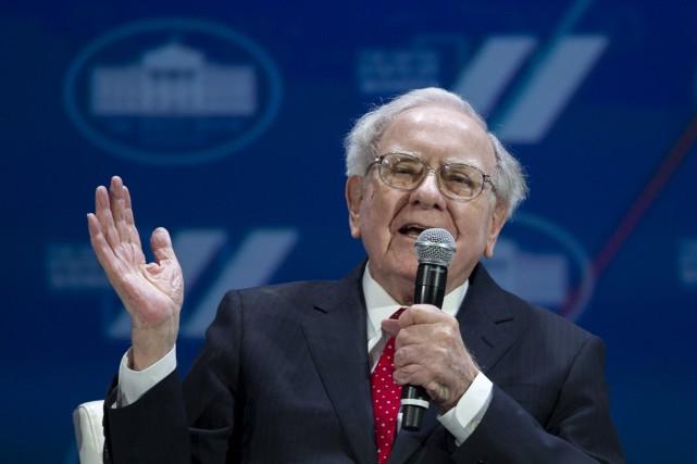 Warren Buffet à la Maison-Blanche, l'été dernier... (Archives AP)
