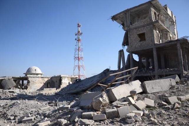 Plusieurs kamikazes se sont fait exploser samedi contre... (Photo Nazeer al-Khatib, AFP)