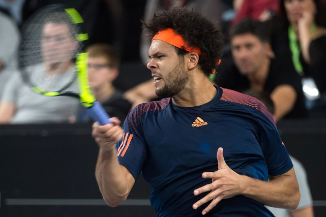 Jo-Wilfried Tsonga... (PHOTO BERTRAND LANGLOIS, AFP)