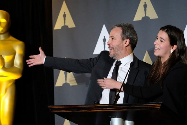 Denis Villeneuve et sa fille Salomé ont assisté... (PHOTO CHRIS DELMAS, AFP)