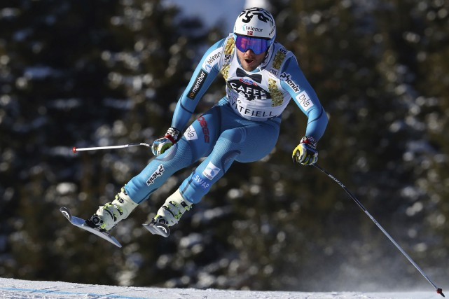 Le Norvégien Kjetil Jansrud est devenu le premier... (AP, Alessandro Trovati)