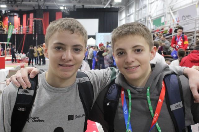 Zachary et son frère jumeau Alexis quittent les... (Photo La Pige)