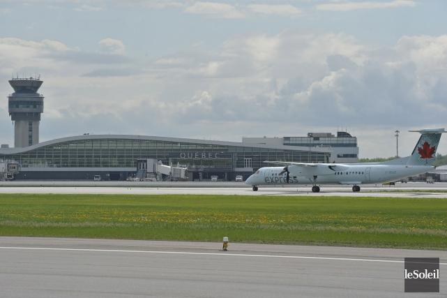 À 33$ par billet, l'aéroport de Québec impose... (Photothèque Le Soleil, Pascal Ratthé)