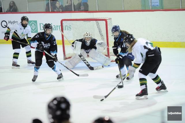 L'équipe féminine régionale de hockey a perdu son... (Photo Le Quotidien, Gimmy Desbiens)