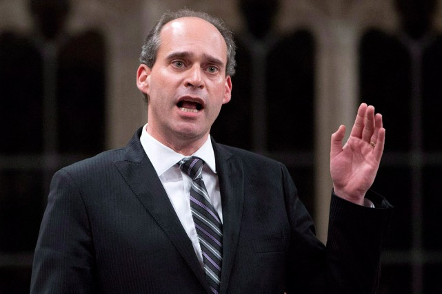 Guy Caron se joint à Peter Julian et... (Archives, La Presse canadienne)