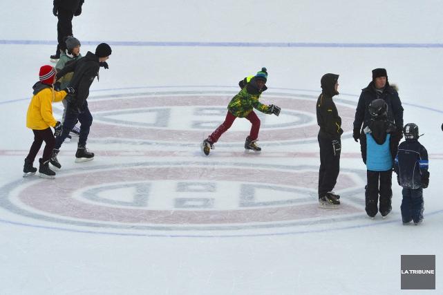 La patinoire Bleu Blanc Bouge a pu être rouverte aux patineurs lundi en début... (Archives La Tribune, Maxime Picard)