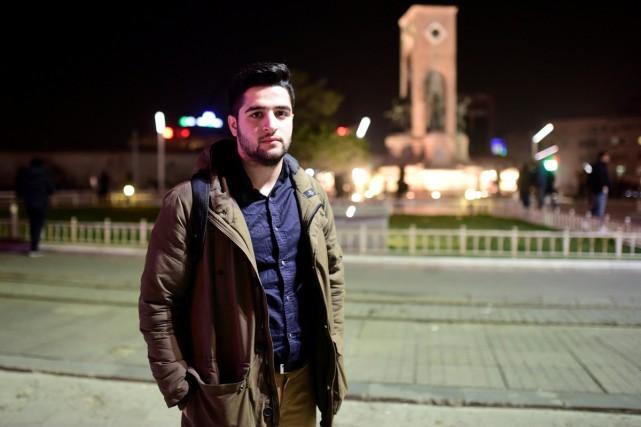 Khaled Khateeb, un jeune bénévole travaillant pour le... (PHOTO REUTERS)