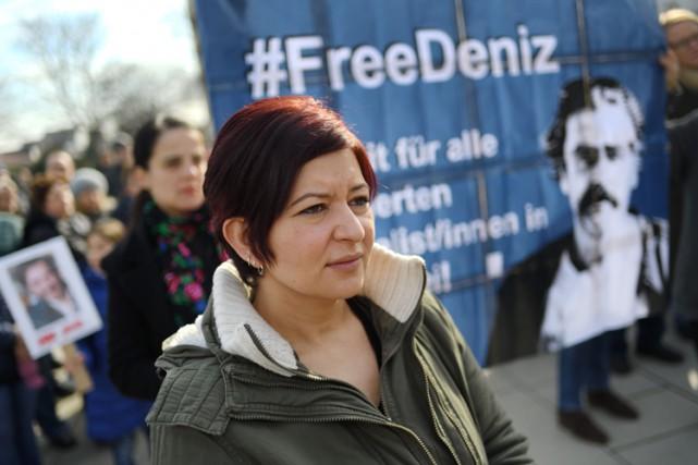 la soeur deDeniz Yücel participe à une manifestation... (PHOTO AFP)