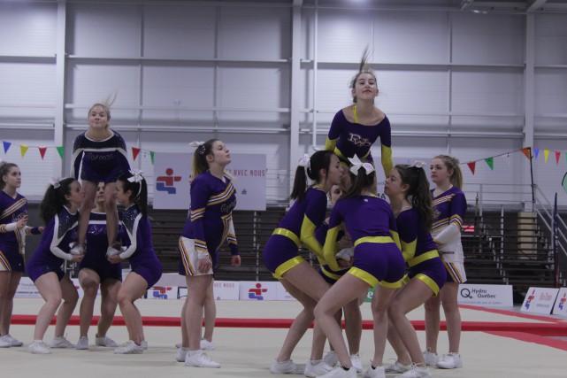L'équipe de cheerleading les Lynx d'Alma fait une... (La Pige)