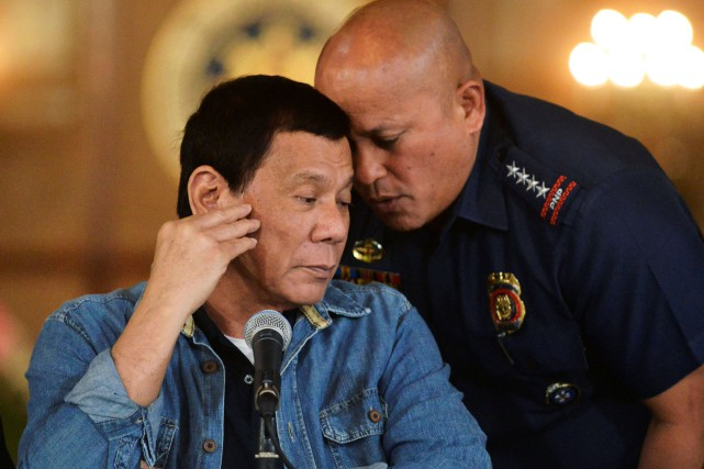 Le président philippin Rodrigo Duterte et le chef... (PHOTO Ezra Acayan, archives REUTERS)