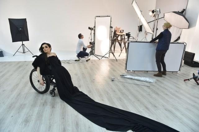 Alexandra Koutas, lors d'une séance de photos, le... (AFP, SERGEI SUPINSKY)