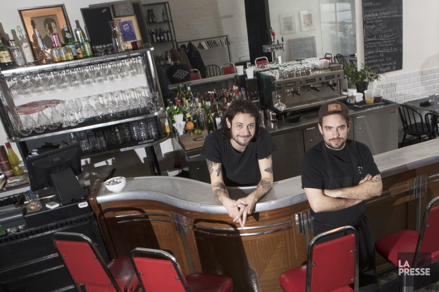 Gabriel Rizzotti, en salle, etValentin Wajda, en cuisine,... (PHOTO IVANOH DEMERS, LA PRESSE)