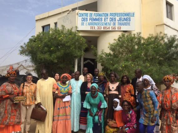 La ministre Christine St-Pierre a visité une équipe... (Photo fournie par le ministère des Relations internationales et de la Francophonie)
