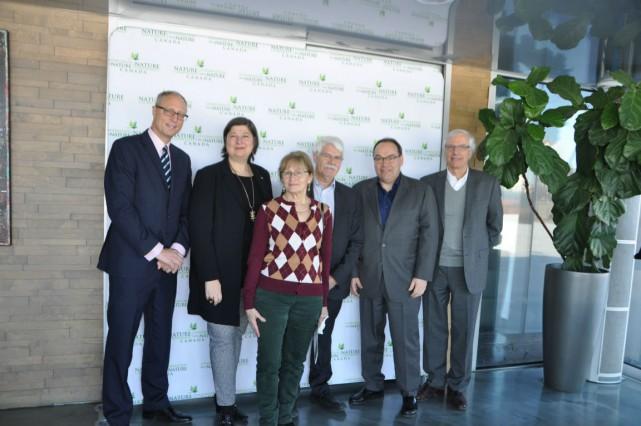 De gauche à droite: Stephen Lloyd, Nathalie Zinger,... (Photo fournie par Conservation de la nature Canada)