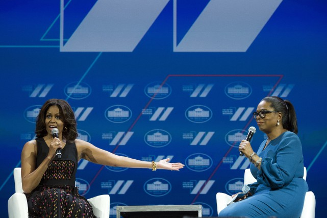 Oprah Winfrey et Michelle Obama à la Maison-Blanche en... (Photo Cliff Owen, Archives AP)