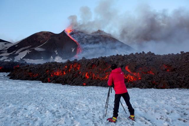 Les éruptions sont fréquentes sur l'Etna, le volcan... (Photo Antonio Parrinello, REUTERS)