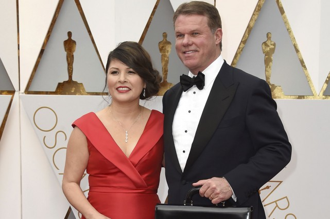 Les comptables Martha Ruiz et Brian Cullinan sont... (AP, Jordan Strauss)