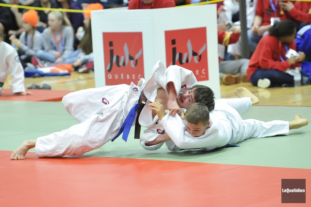 Des judokas en action.... (Photo Le Quotidien, Gimmy Desbiens)