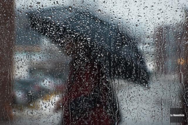Environnement Canada a publié un avertissement de pluie... (Archives, Le Nouvelliste)