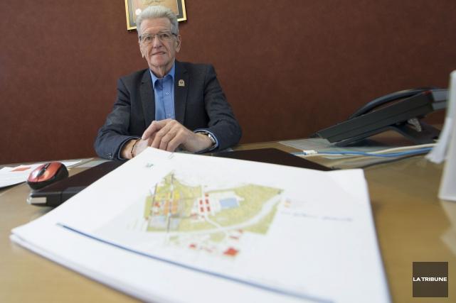 Le maire Jean-Guy Cloutier a bien l'intention d'obtenir... (Archives, La Tribune)