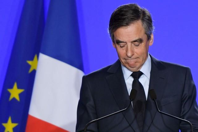 Le candidat de droite à la présidentielle française,... (AFP, Christophe Archambault)