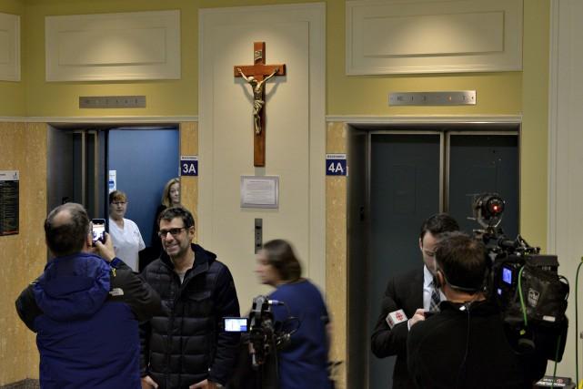 Jeudi matin, le crucifix avait retrouvé sa place... (Le Soleil, Pascal Ratthé)
