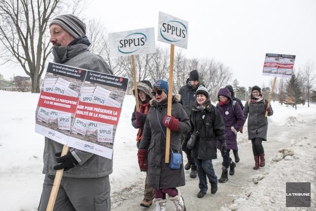 Le Syndicat des professeures et professeurs de l'Université de Sherbrooke... (Archives La Tribune, Jessica Garneau)