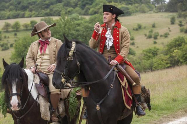 Josh Gad (LeFou) et Luke Evans (Gaston) dans... (Photo Laurie Sparham, fournie par Disney)