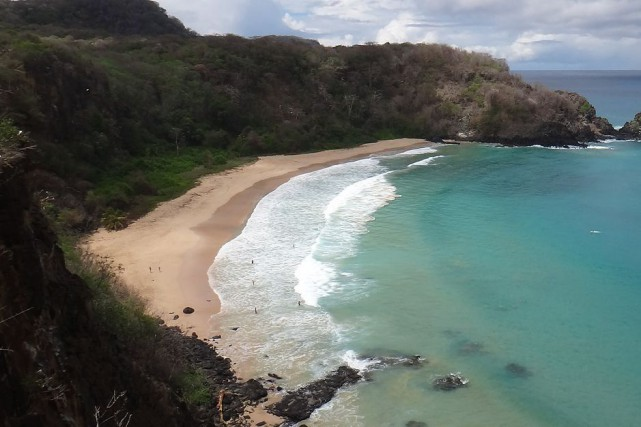 La Baia do Sancho, située dans l'île Fernando... (Photo Emerson Fernandes da Cunha, Wikimedia)