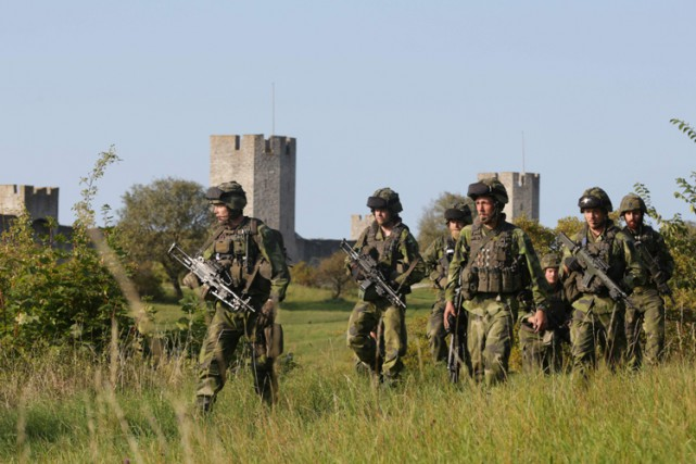 Des soldats suédois en patrouille sur l'îleGotland,située enmer... (PHOTO AFP)