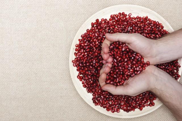 Consommer au moins 800 grammes de fruits et... (123RF/Victor Koldunov)