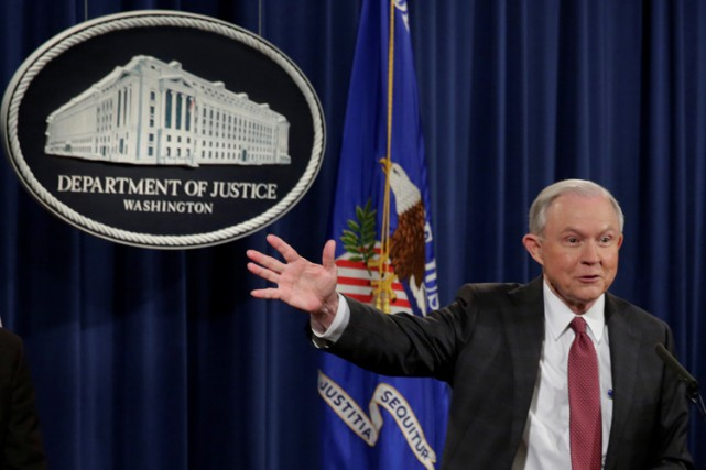 Jeff Sessions a répondu aux questions des journalistes... (PHOTO REUTERS)