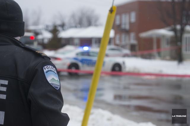 Un jeune homme de 18 ans a été arrêté tôt vendredi matin à Magog après un... (Archives La Tribune, Julien Chamberland)