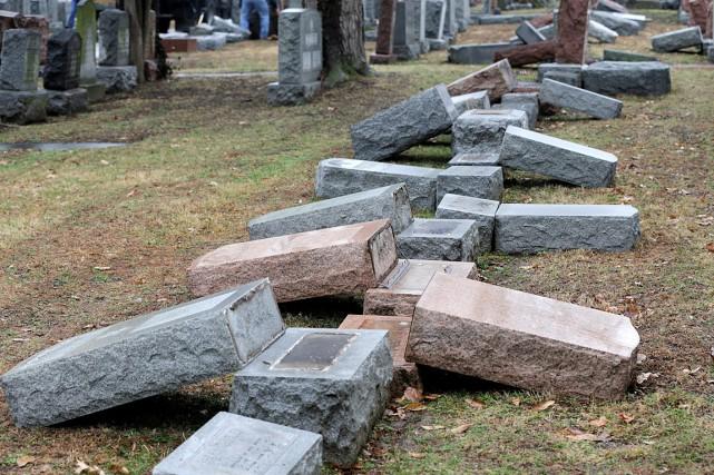 Plus de 170pierres tombales de familles juives ont... (Photo TOM GANNAM, archives REUTERS)