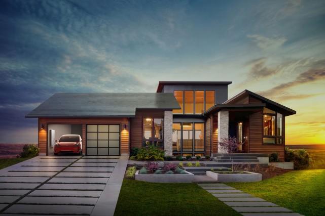 En 2016, la compagnie de fabrication de voiture Teslas avait annoncé son... (Photo: www.solarcity.com/residential/solar-roof)