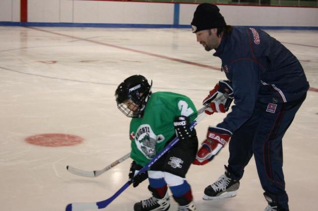 Joé Juneau s'implique dans le développement du hockey... (Fournie par l'administration régionale Kativik)