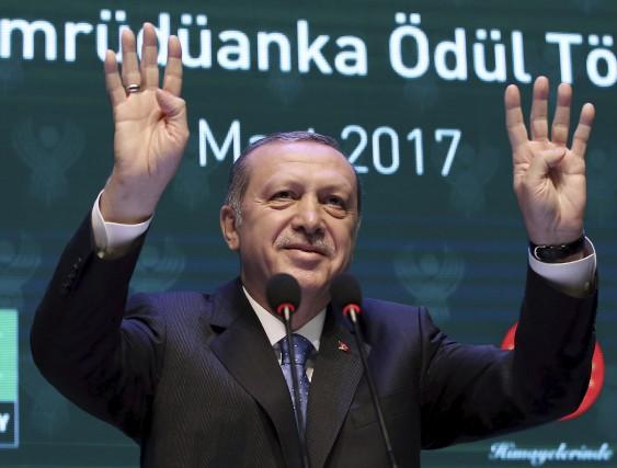 Le président turc Recep Tayyip Erdogan n'a pas... (AP, Yasin Bulbul)