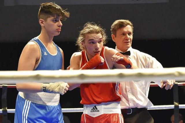 Le boxeur David Côté (au centre) n'a pu... (Photo fournie)