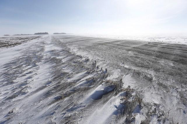 Route près de la ville frontalière d'Emerson, au... (La Presse canadienne, John Woods)