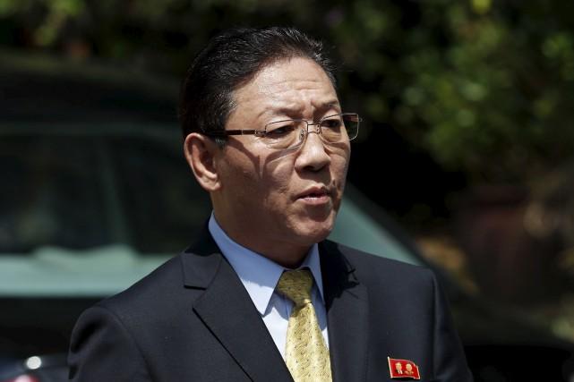 Kang Chol a 48 heures pour quitter la... (AP, Vincent Thian)