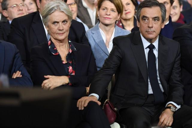 Penelope Fillon aux côtés de son mari, François... (PHOTO Eric FEFERBERG, ARCHIVES AFP)